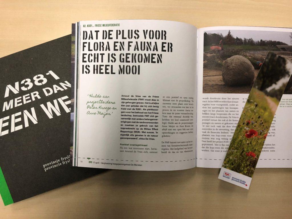 Gedeputeerde neemt eerste exemplaar boek N381 in ontvangst